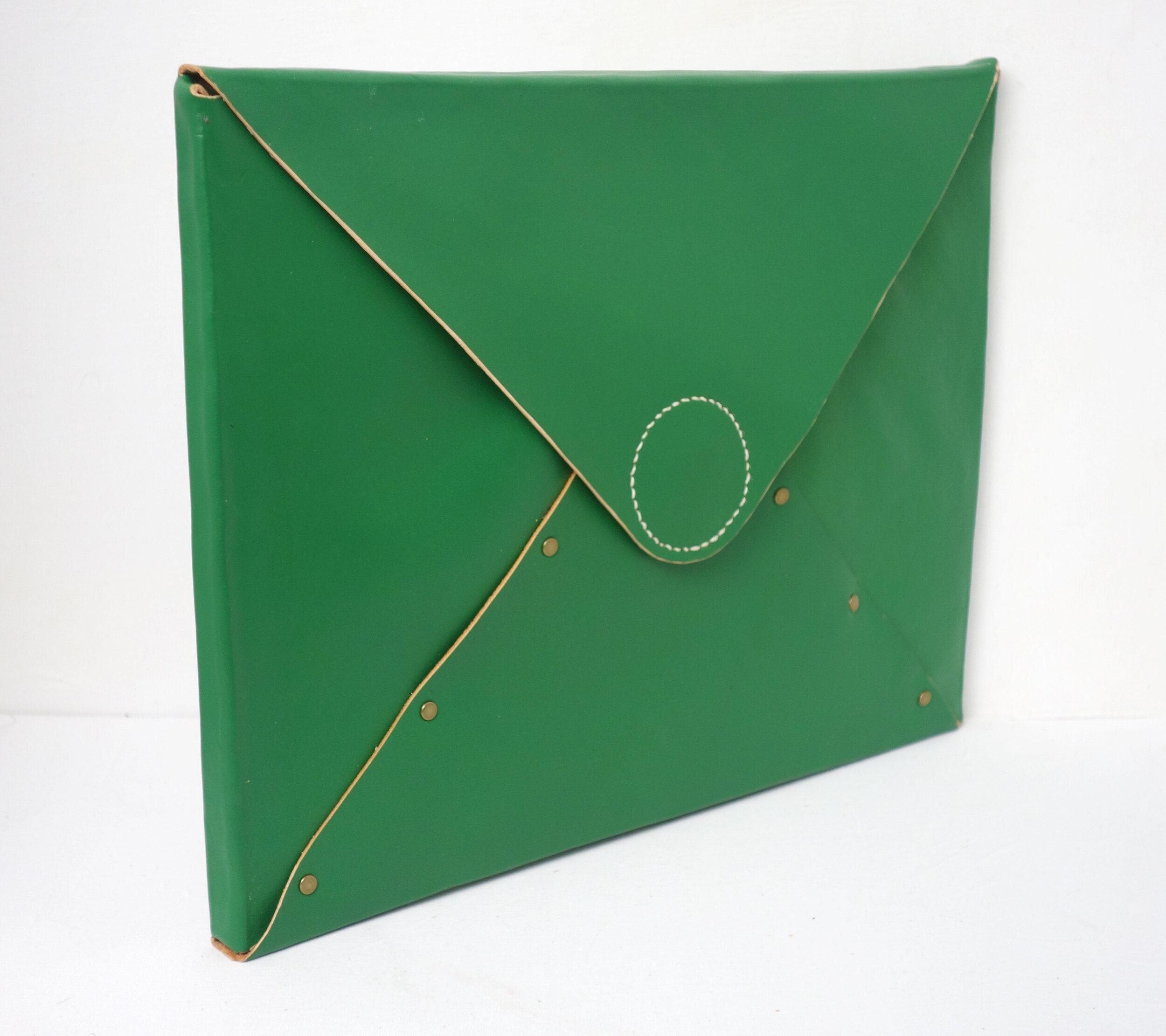 T&C Mouse-green-folder-side.jpg