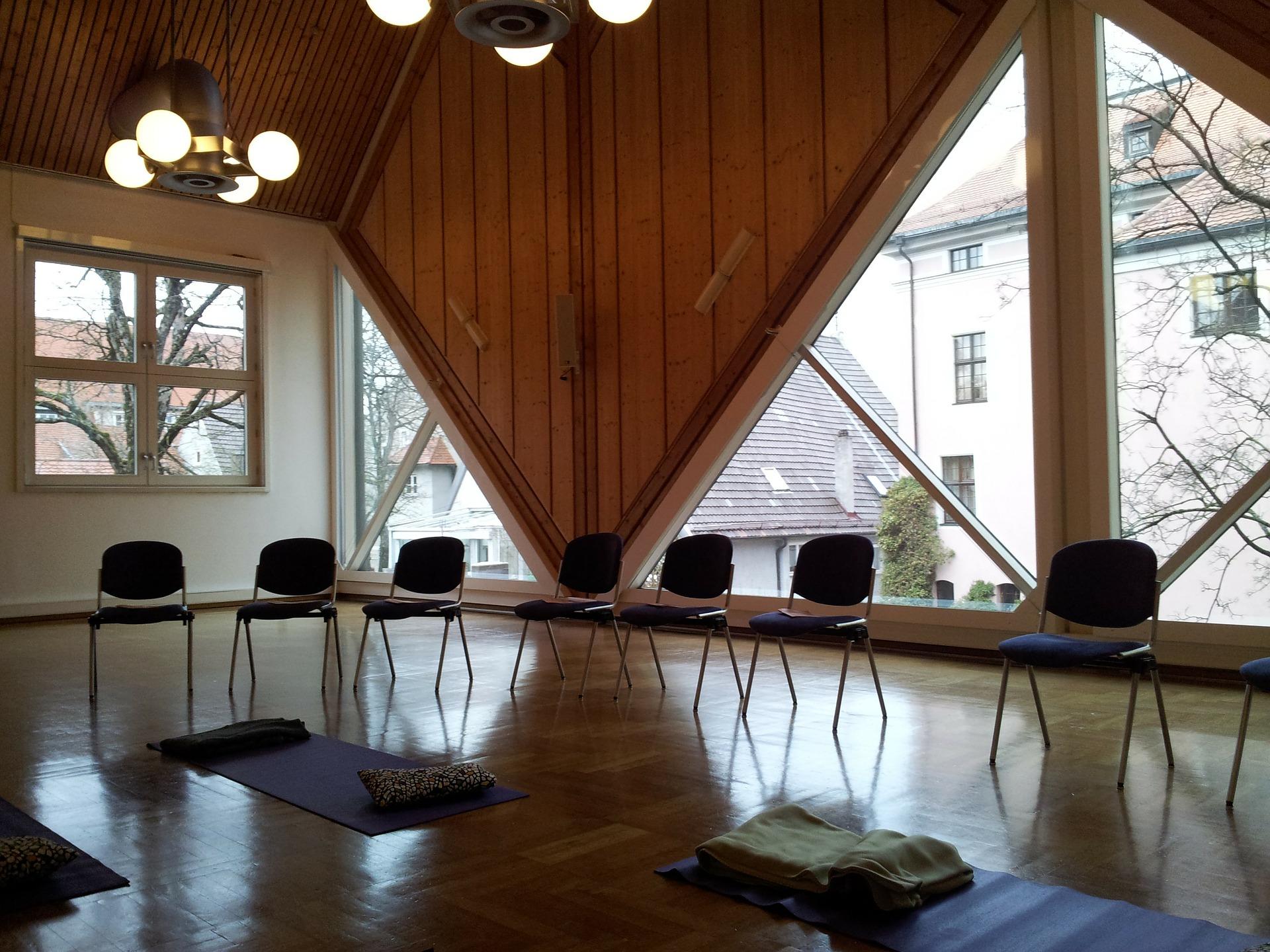 seminar-room-78504_1920.jpg
