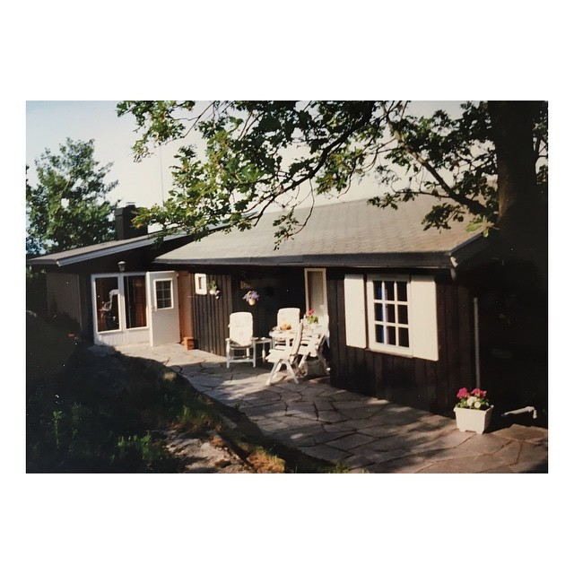 "This picture was taken some time in the early 90s, our summer house, or ""hytte"" as it's called in Norwegian, where our summer holidays were spent. Forget 'hygge' in Norway we call it ""kos"" and times here were always very ""koselig""! . . . . . #norway #hytte #nordichome #summerhouse #summerinnorway #ilovenorway #kos #koselig #hygge #hyggehome #koseligtimes"