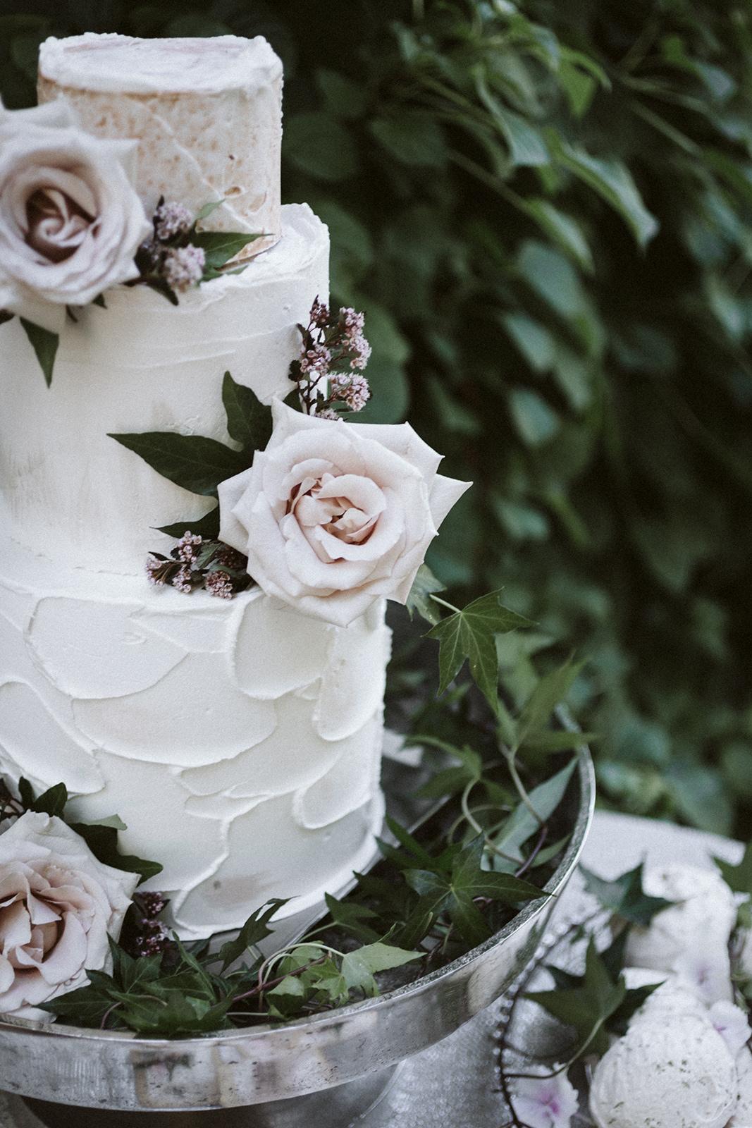 Rose Wedding Cake Chicago Wedding lisa kathan photography
