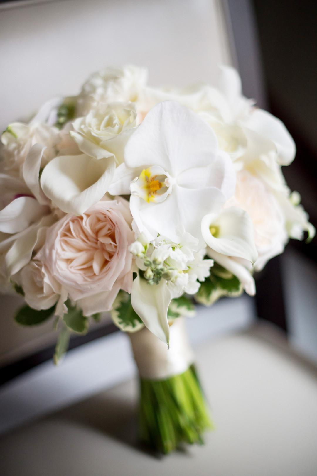 White and Ivory Bouquet Chicago Wedding Julia Franzosa Photography