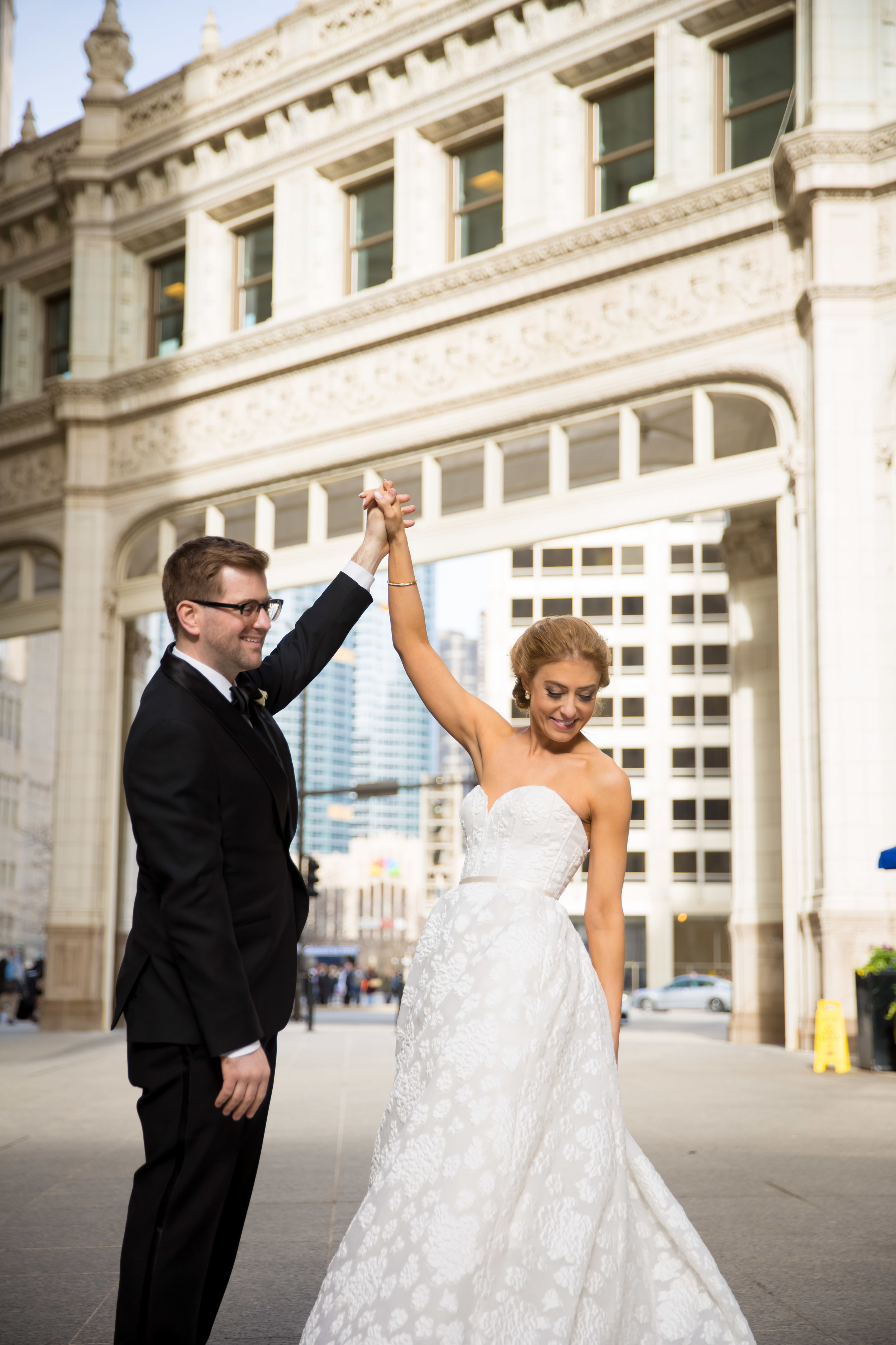 Charming and modern wedding details come together for this royal Chicago wedding captured by Colin Lyons Photography. Find more wedding inspiration at chitheewed.com!