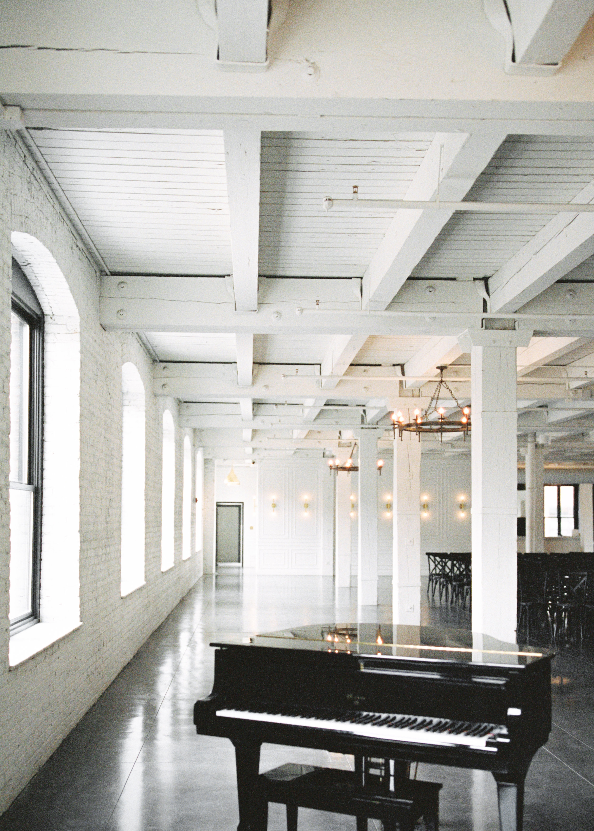 Modern wedding venue with lots of natural light, and beautiful greenery for this Chicago wedding styled shoot. Find more wedding inspiration at chitheewed.com!