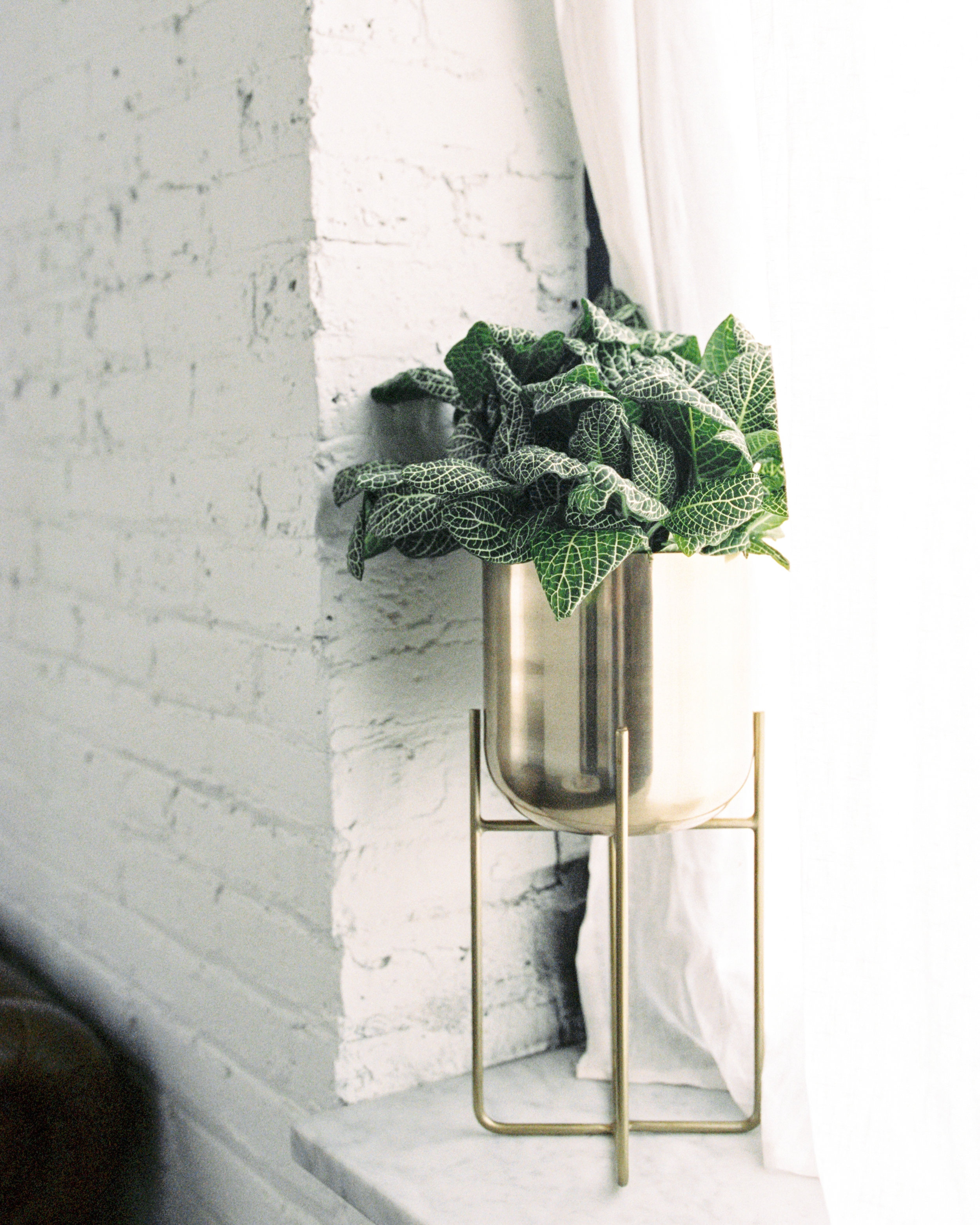 Wedding decor at modern wedding venue with lots of natural light, and beautiful greenery for this Chicago wedding styled shoot. Find more wedding inspiration at chitheewed.com!