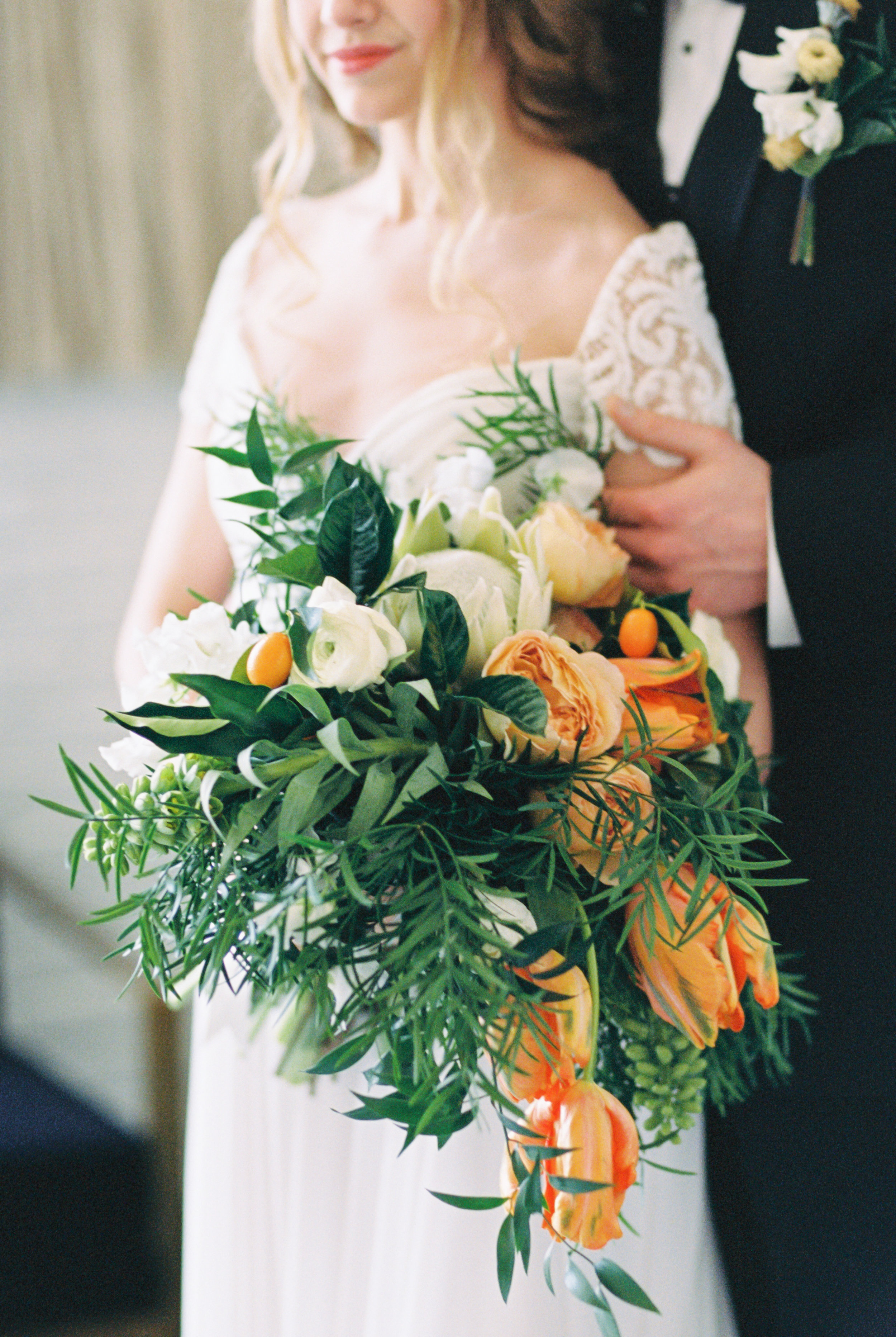 Boho bride and groom pose for wedding photos at modern wedding venue with wedding bouquet for this Chicago wedding styled shoot. Find more wedding inspiration at chitheewed.com!