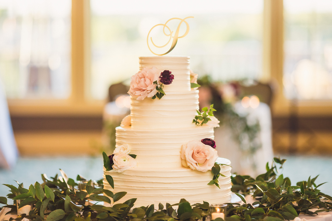Wedding cake design: Elegant country club wedding captured by Henington Photography. See more elegant wedding ideas at CHItheeWED.com!