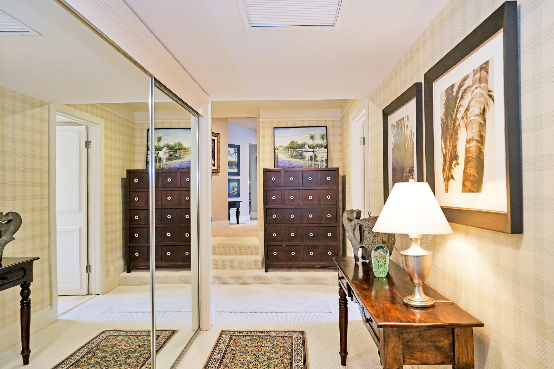 Master bedroom foyer 2.JPG