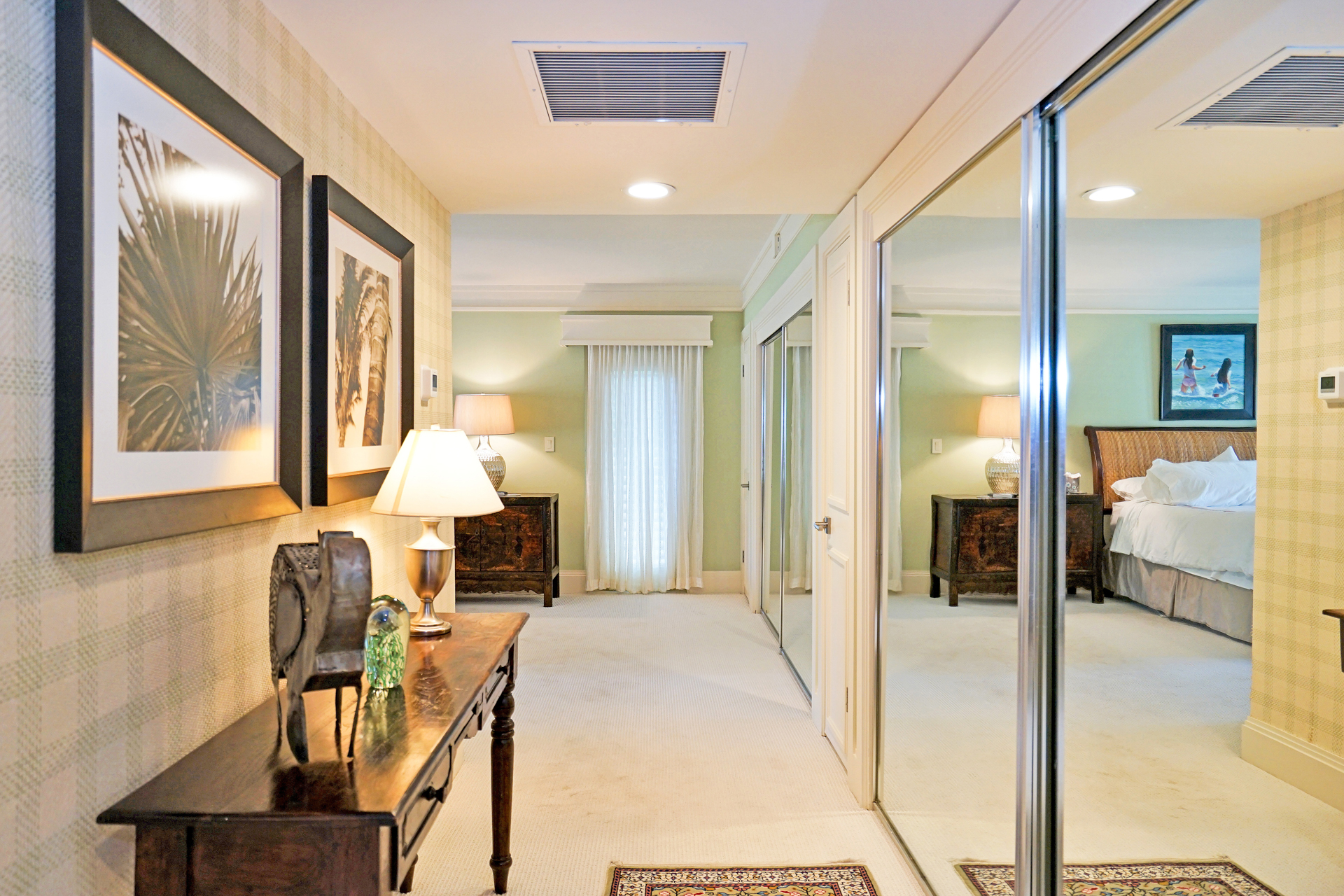 Master Bedroom Foyer.JPG