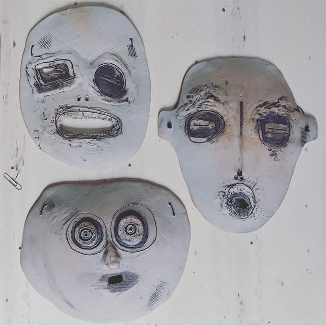 Scroll through these collections of characterful ceramic masks are available to buy on the Odetoabode Etsy store now!  Ready to hang. Link to shop in profile ☝🏻#giftideas . #handmadeceramics #clay #ceramics #pottery #walldecor #wallhanging #roomdecor #home #homedecor #interiordecor #interiordesigner #interiordesign #mycovetedhome #makersgonnamake #neutraldecor #odetoabode #odetotheabode #apartmentdecor #architecture