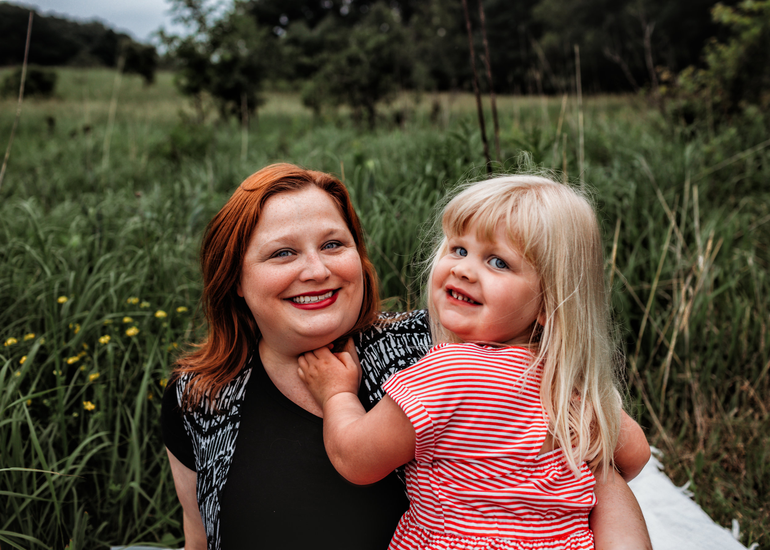 family-photography-austin-mn-minnesota-family-kids-photo-session-albert-lea-mn-rochester-mn-southern-minnesota-photographer-photography-pictures-outdoors-mommy-and-me
