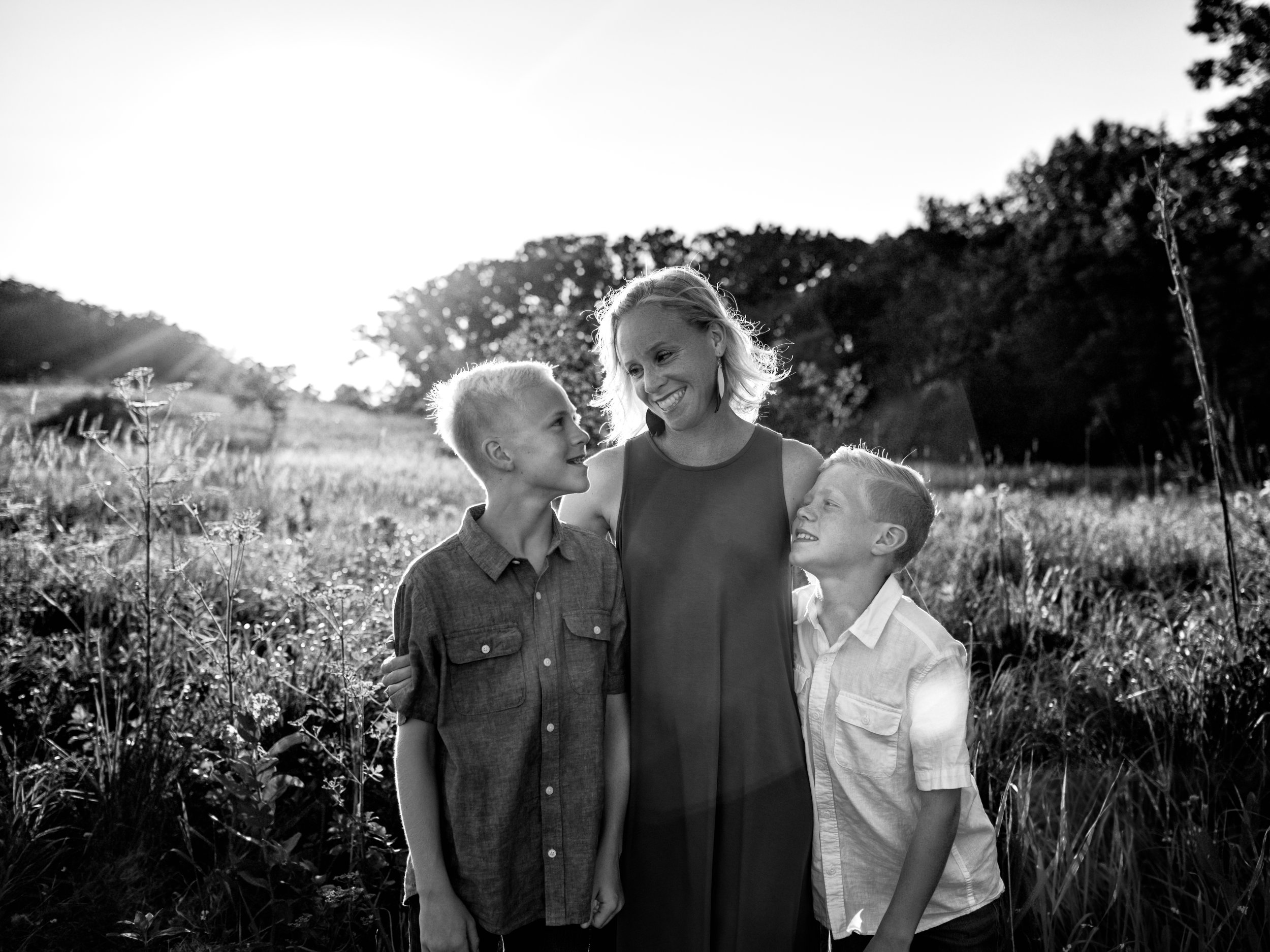 family-photography-austin-mn-minnesota-family-kids-photo-session-albert-lea-mn-rochester-mn-southern-minnesota-photographer-photography-pictures-outdoors