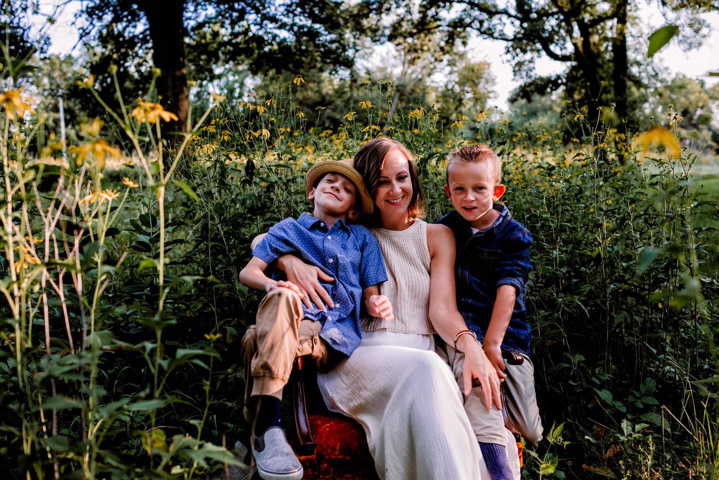 family-photography-austin-mn-minnesota-family-kids-photo-session-albert-lea-mn-rochester-mn-southern-minnesota-photographer-photography-pictures-outdoors