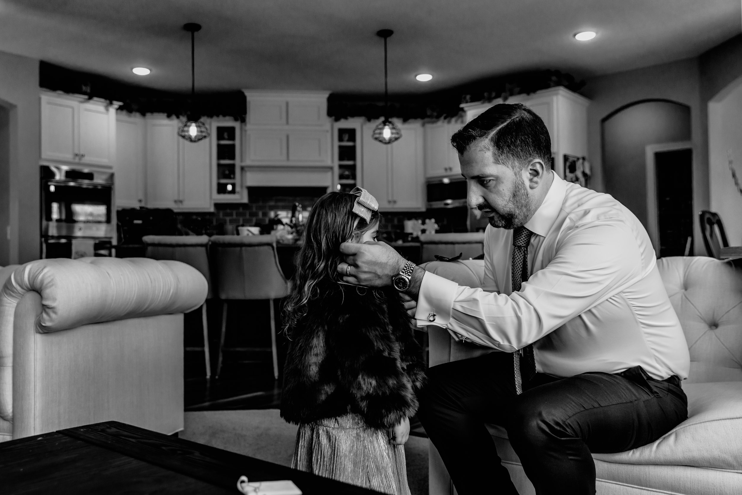 minnesota-in-home-family-photography-lifestyle-session-christmas-father-daughter-candid-austin-mn