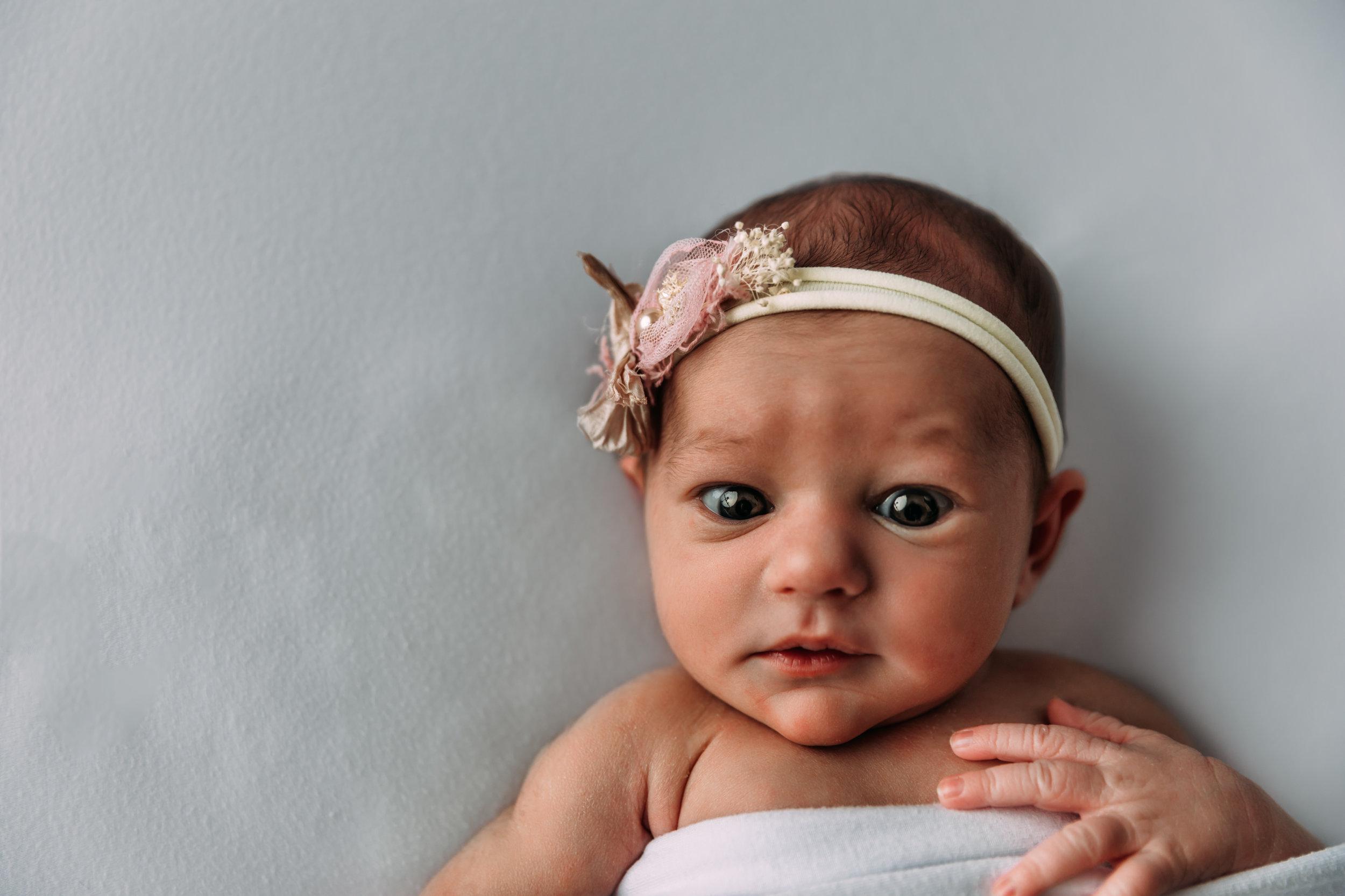 newborn-photography-austin-minnesota-studio-albert-lea-minnesota-all-white-modern