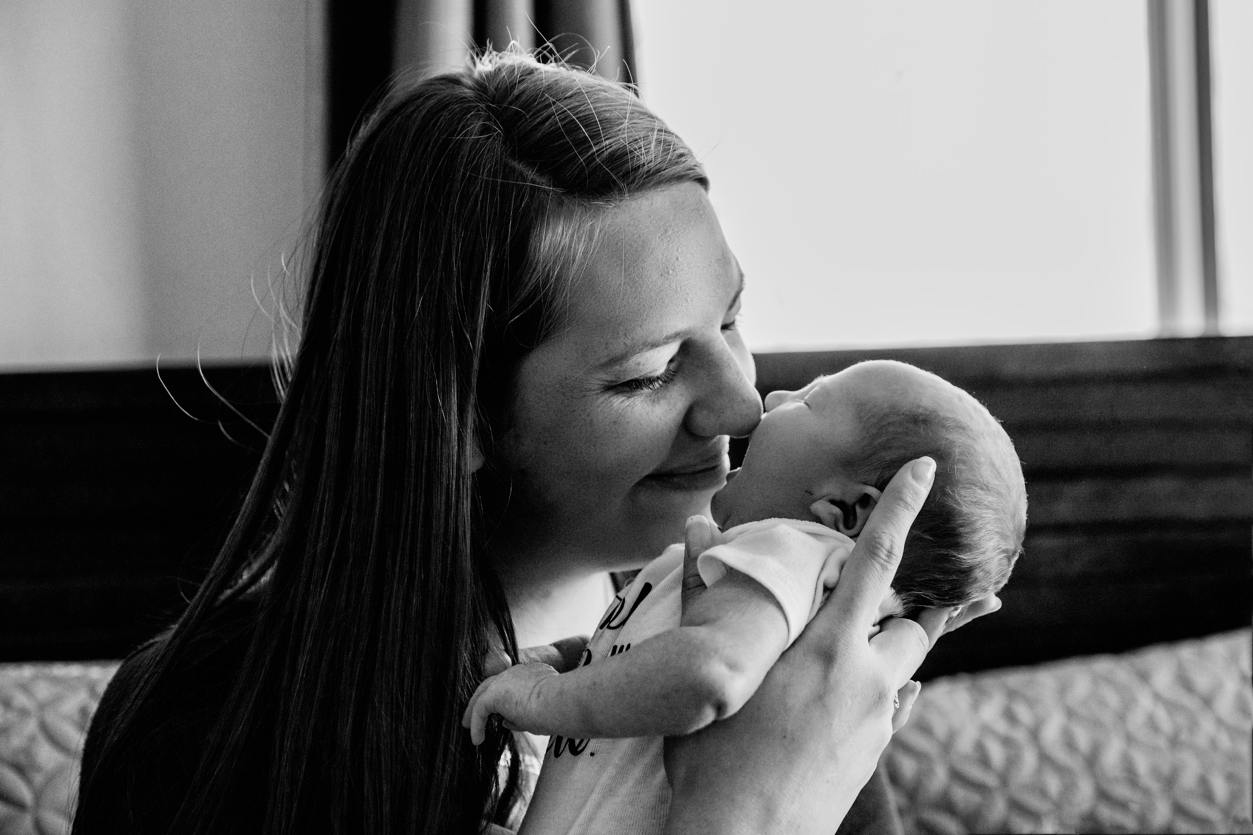 Lifestyle-newborn-photo-session-southern-Minnesota-Austn-mn-family