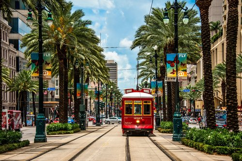 streetcar-in-new-orleans-699112771-5a98de0d1f4e130036d2e855.jpg