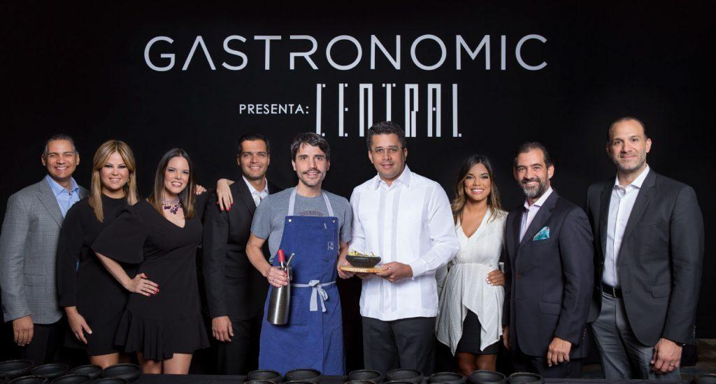 3.-Equipo-de-Gastronomic-junto-al-chef-Virgilio-Martinez-y-el-alcalde-David-Collad-1024x550.jpg