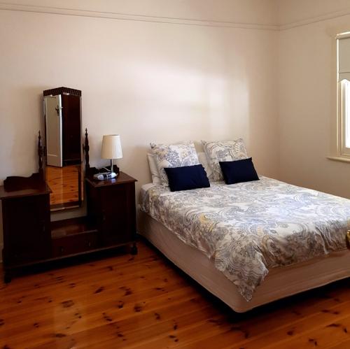 Bedroom 1 - 1 queen bedensuite