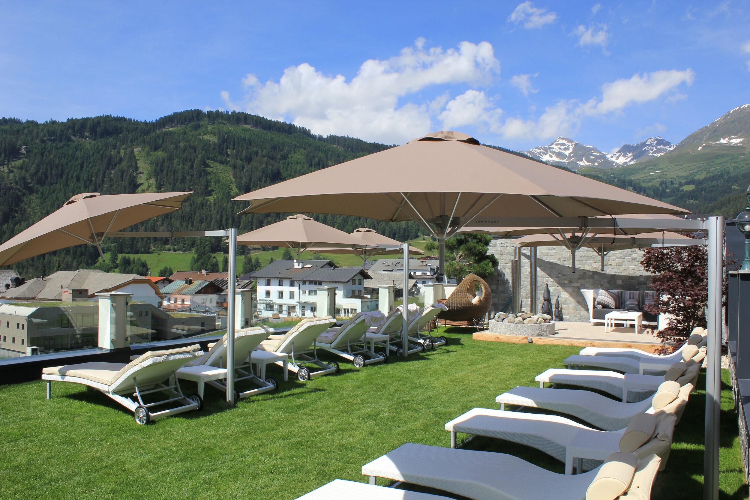 Paraflex parasols Cervosa Serfaus HR.jpg