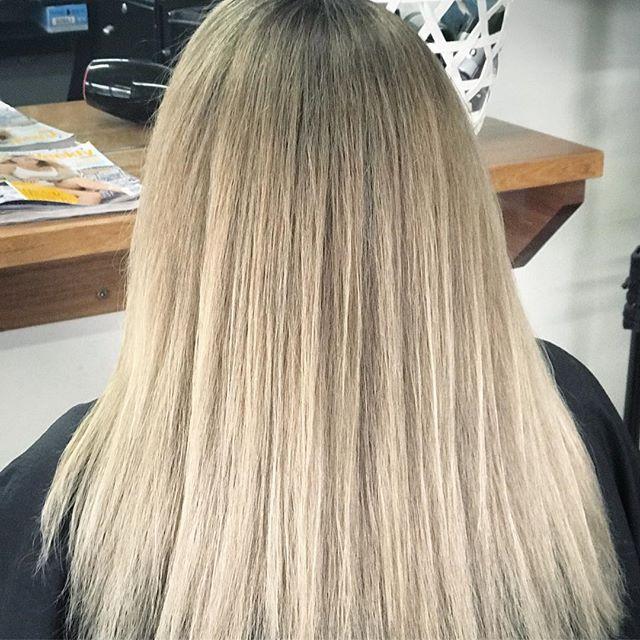 ⭐️ Colour Correcting ⭐️ Blending ⭐️ Rejuvenating ⭐️ #balayageblonde #balayagehair #blondesoninstagram #instablonde #blondehairstyles #colourcorrection #colourspecialist #blondespecialists #revitalise #hairgoal #instastyle #instahair #hairoftheday