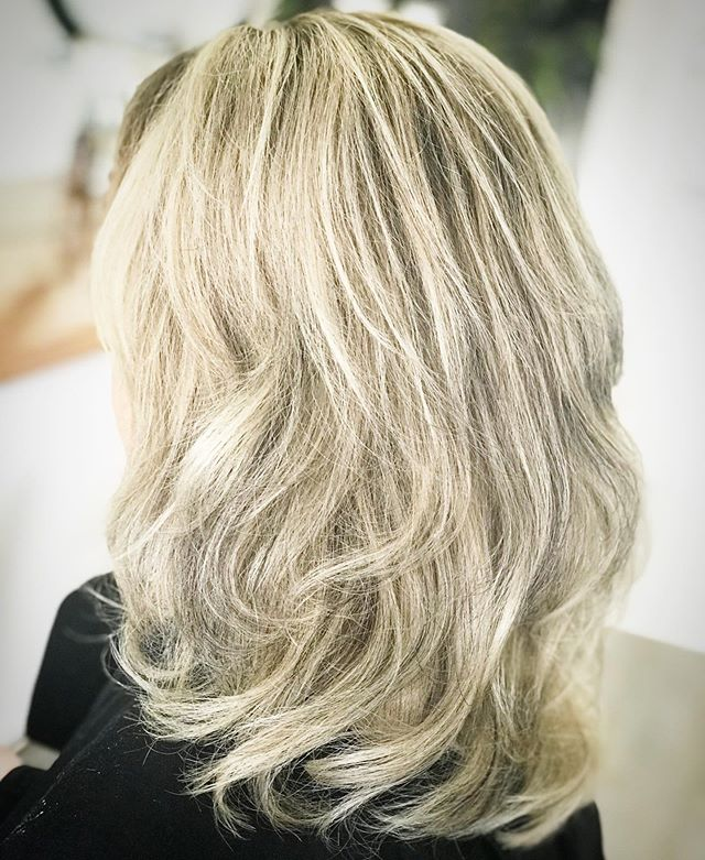 Getting my B🥎UNCE back!!!!!! #befreebeblonde  Using @keuneanz Freedom Blonde #keuneisblondecomp  TO FREEHAND Freedom Blonde + 3% TO TONE Roots 10g 6 + 10g 7.2 + 40g Semi Activator  Mids & Ends 10g 10.2 + 10g 10.7 + 5g Silver + 5g Silver Lilac + 60g Semi Activator TO FINISH  Color Craving Lovely Lavender