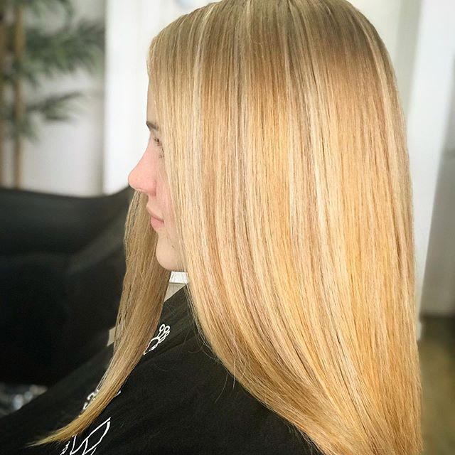 🌟🌟🌟Bright Golden Stars with a Silver lining 🌟🌟🌟 @keuneanz @keunehaircosmetics #keuneisblondecomp 🌟Formula🌟 Diagonal Back Foils - Bricklay Placement - Alternating Freedom Blonde Powder 3% & 6%  Tone - 20g 10.2 + 10g 10.7 + 10g Silver + 80g Semi Activator  #colorgoals #haircolorgoals #keune #keuneanz #keunehaircosmetics #goldenblonde #goldenblondehair #hairinspoo #hairinspiration #instahair #instahaircolor #instahairstyle #colorspecialists #beforeandafter #hairobsessed