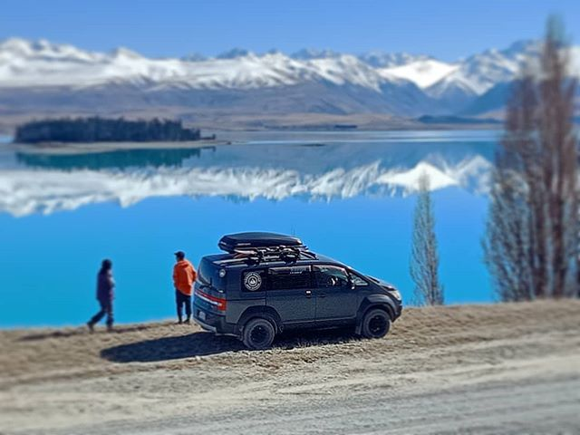 The special treats of @roundhillnz  A fantastic #spring day with #amazing views of #aoraki #mtcook  Thanks Tim and Jet for the great midday warm up drink! Start of our awesome week touring the #mackenziecountry Southern #ski areas  #powderhuntersnow #snowtravel #snowboard #skitour #newzealand