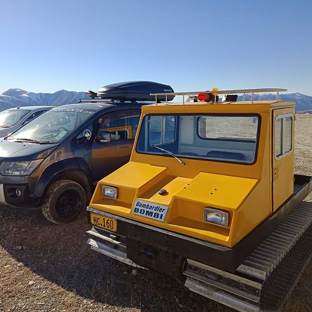 Powder Hunter wagon parking up beside the @foxpeak bombardier access machine,  it is pretty cute you have to admit.  @foxpeak Is another amazing place that is a must do for the adventurous #skitraveler  #powderhuntersnow #wildsouthtour #mountains #snowholiday #skinewzealand #skitheclubbies