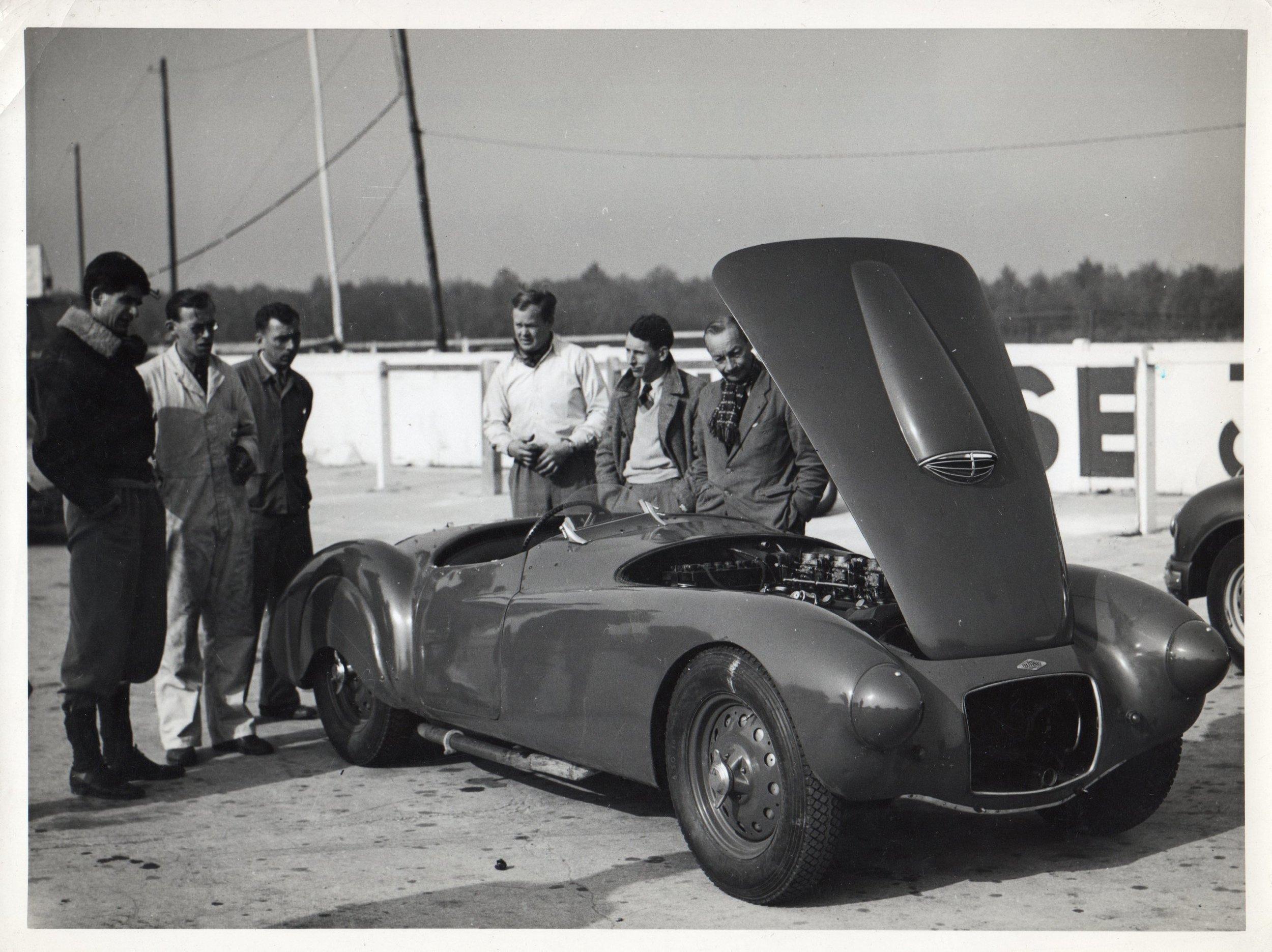 Crook (in WWII jacket), John Dennis, Dunlop representative, mechanic, James Manfield, French timekeeper