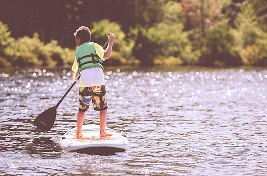STAND UP PADDLE BOARDING ON THE LAKE -