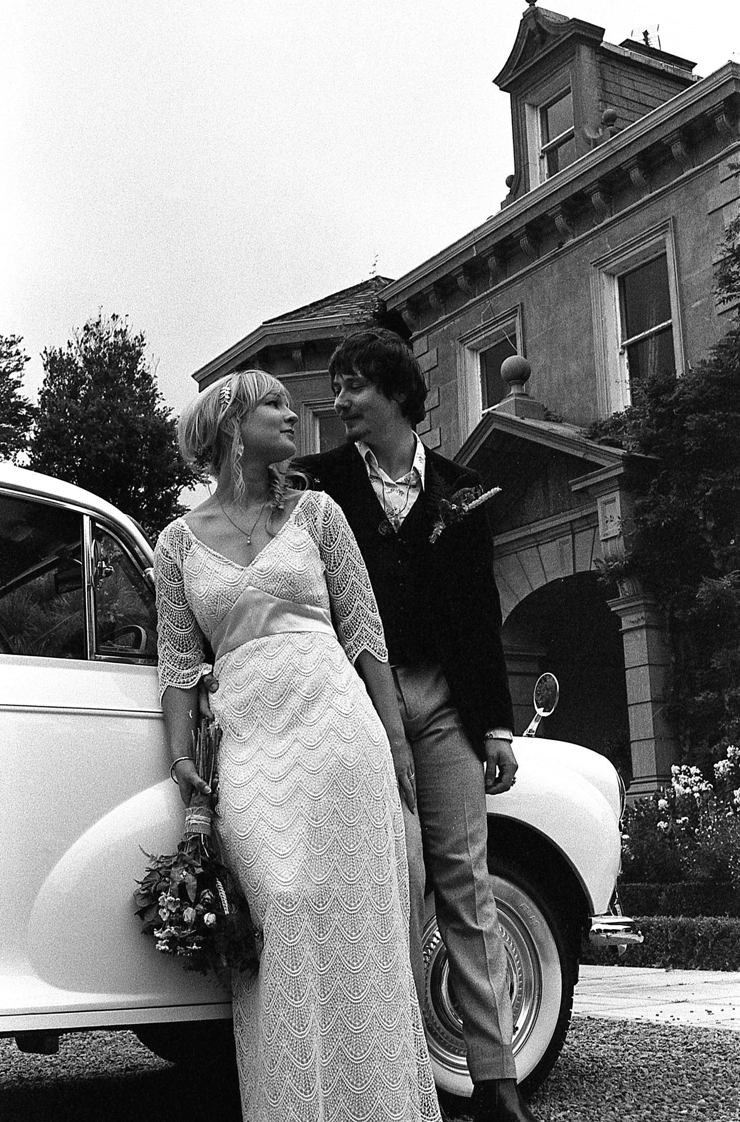 wedding-couple-car.jpg