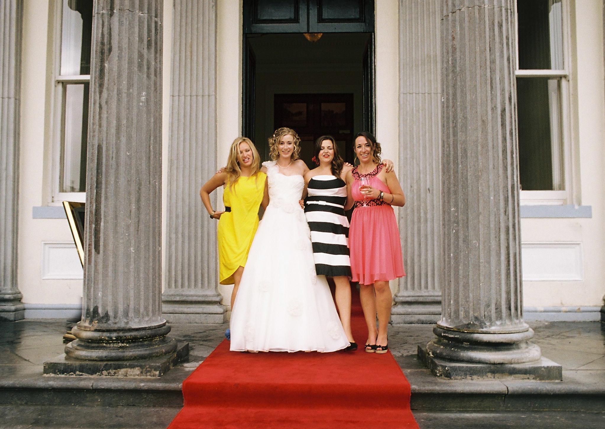 wedding-bridesmaids-pose.jpg