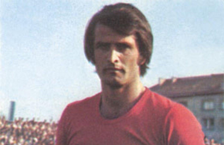 Ο Dusan Bajevic με τα χρώματα της Βελέζ