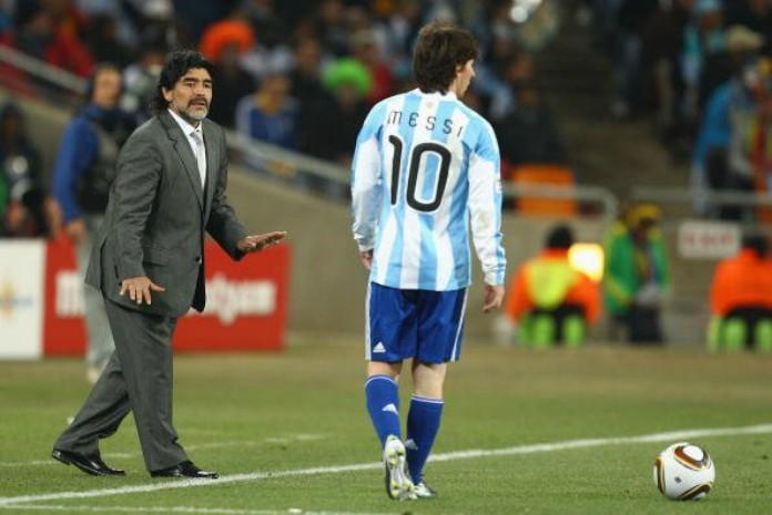 Ο Maradona δίνει οδηγίες στον Lionel Messi