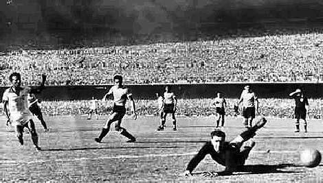 Γκολ για την Ουρουγουάη στον τελικό του Παγκοσμίου Κυπέλλου 1950