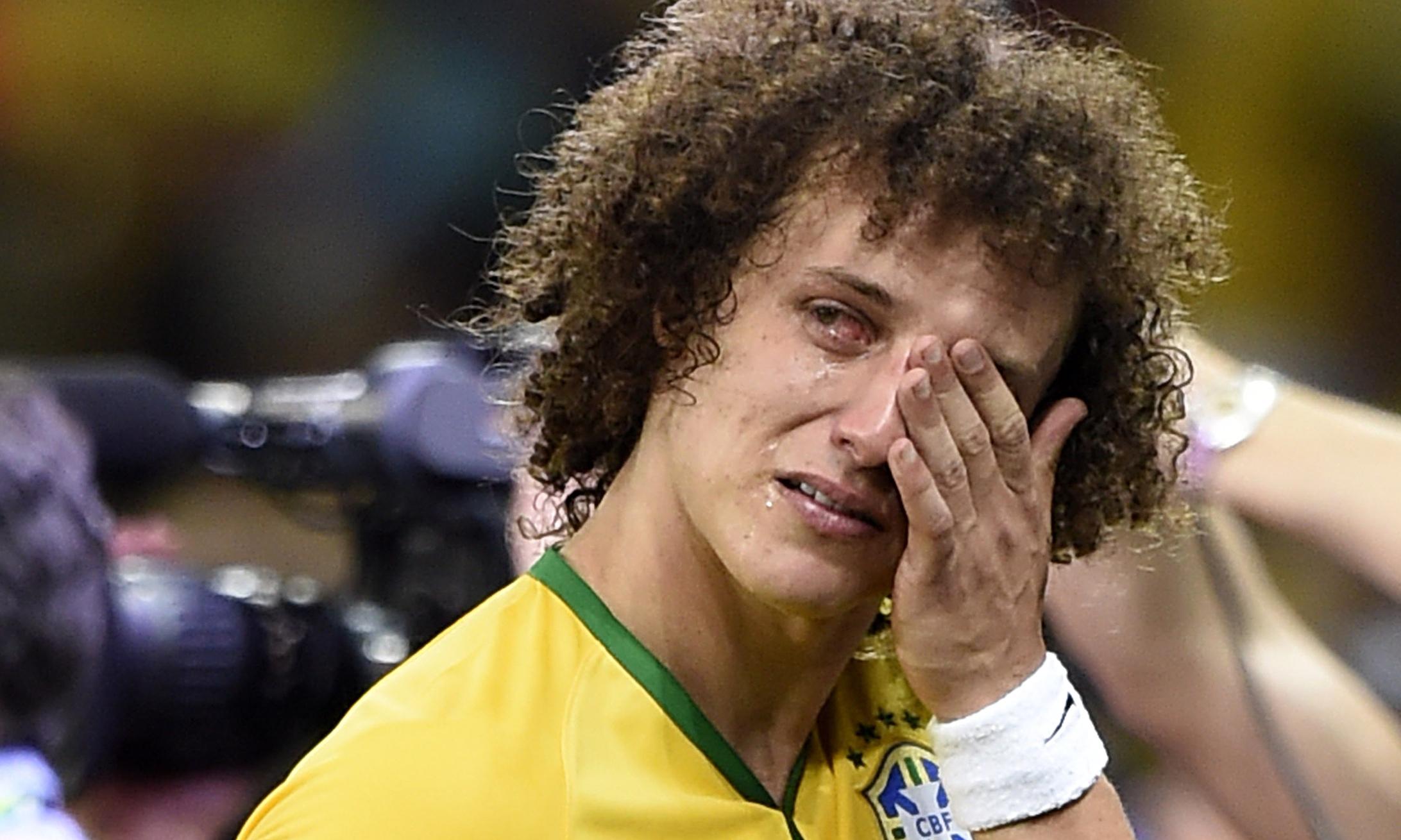 Ο Βραζιλιάνος αμυντικός David Luiz με δάκρυα στα μάτια