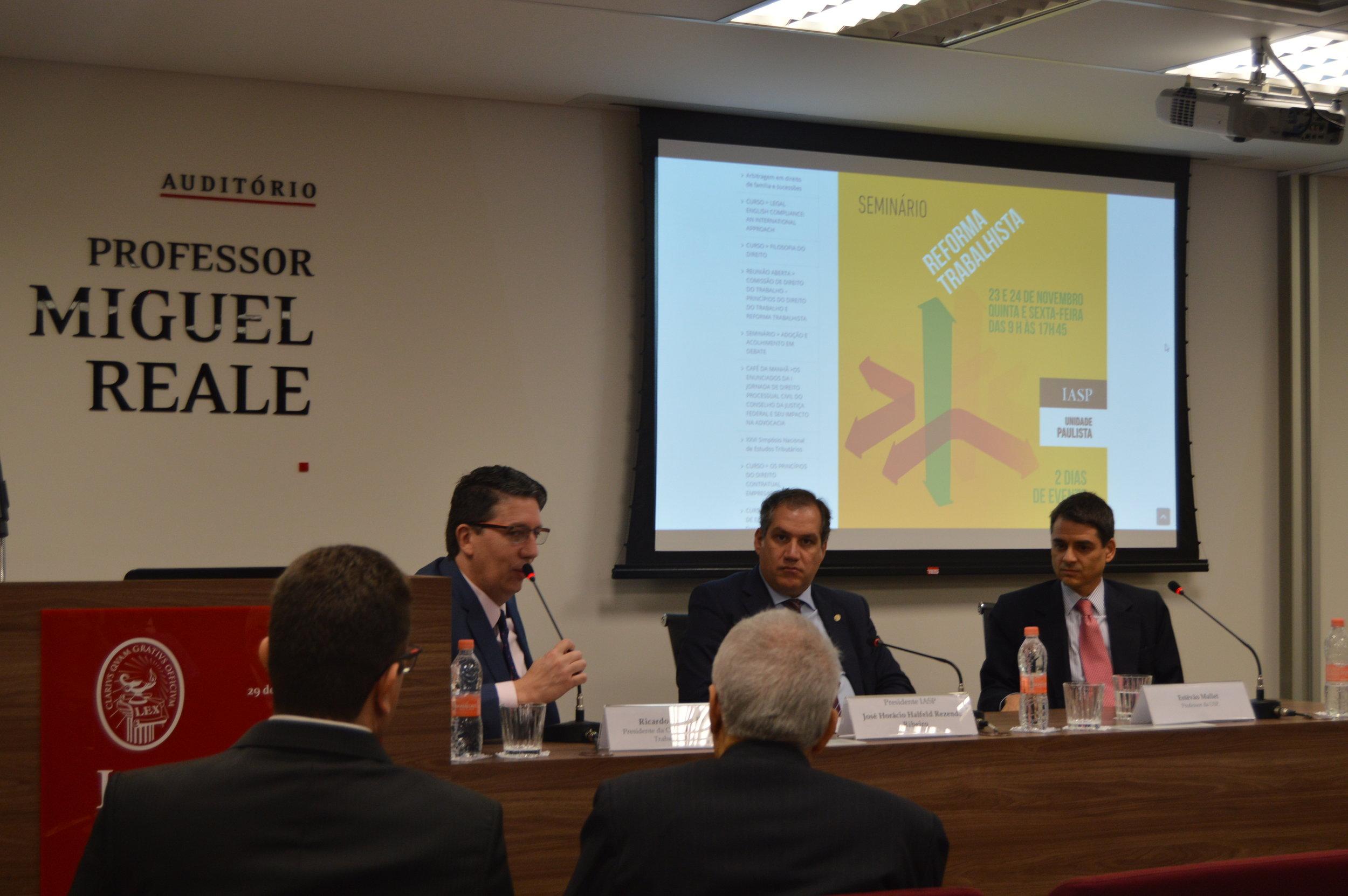 O presidente da Comissão de Estudos do Direito do Trabalho, Ricardo Peake Braga, abre o Seminário sobre Reforma Trabalhista, em novembro de 2017, na unidade Paulista do Iasp