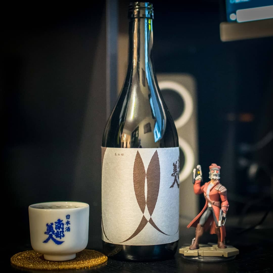 Nanbu Bijin #Ruten is probably the rarest of this award-winning #iwate brewey's New York selections, but it's certainly one of my favorites. Made with Miyamanishiki rice, it's light and clean with a subtle richness that sneaks up of you! #sake #sakemonday #sakemondays #junmaiginjo #miyamanishiki #nihonshu #sakenyc #sakekampai #nanbubijin #nanbubijinsake #日本酒 #南部美人 #純米吟醸