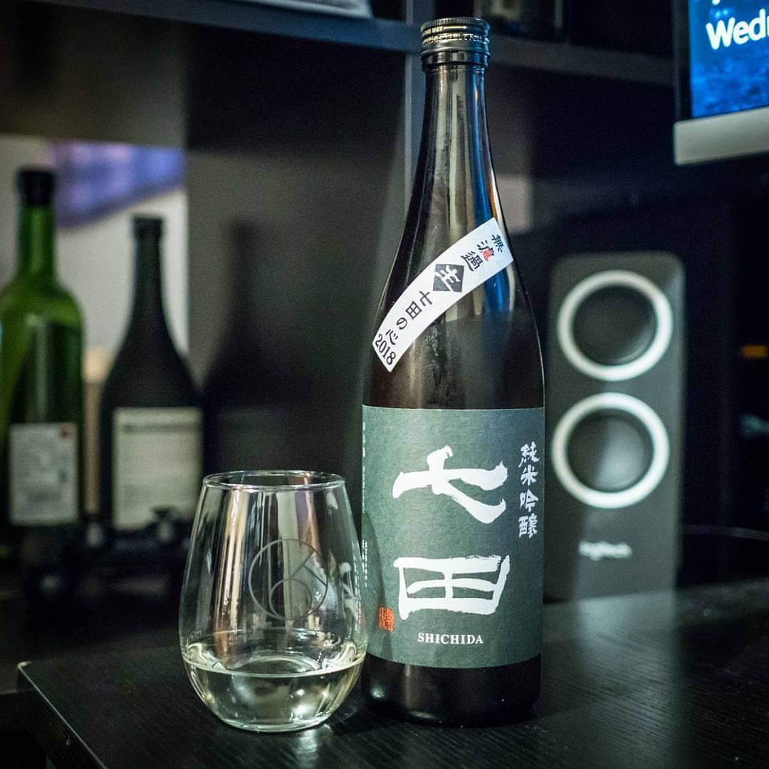 Sometimes it feels as if Shichida's Junmai Ginjo Nama actually gets better every year. Incredibly bold, flavorful, and full of a refreshing crispness, this is an absolutely fantastic example of nama sake!  #sake #sakekampai #saketotheworld #shichida #saga #sagasake #tenzan #七田 #日本酒 #純米吟醸 #生酒 #nihonshu #nama #namasake #junmaiginjo