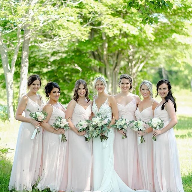 Shell & Petal Pink are always our top sellers for summer bridesmaids, and it's no wonder why - check out how gorgeous Deb's girls looked 😍