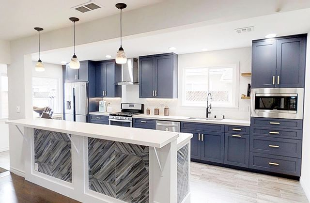 Spectacular Kitchen! Create a luxurious statement in your home by combining navy cabinets with gold accents!  Don't forget to tune in and watch us on Christina On The Coast Thursday nights at 9pm on @hgtv • • • #mtrconstruction #hgtvcontractor #buildersofig #orangecountycontractor #homebuilders #dreamhouses #hgtv #customhome #designbuild #dreamhome #hardwood #floors #organization #newportbeach #huntingtonbeach #coronadelmar #newportcoast #lagunabeach #california #construction #constructionworker #contractor #interior #interiordesign
