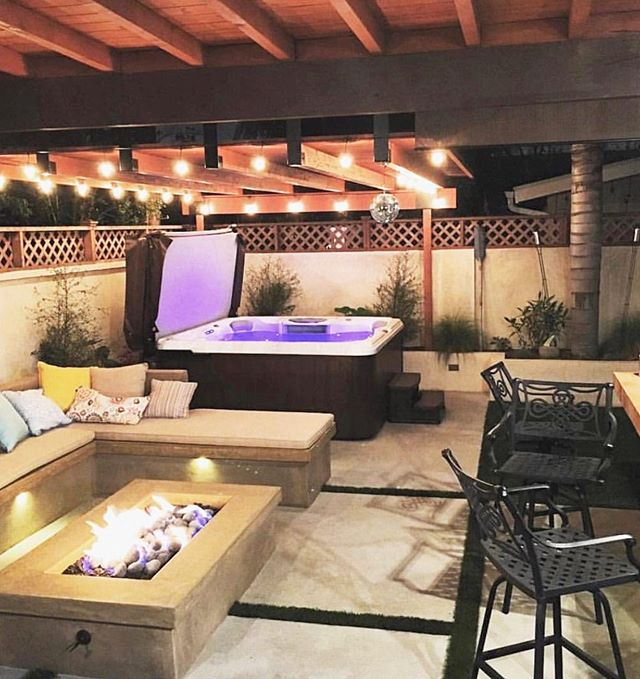 Create an outdoor space that is perfect for all seasons! Don't you love how the cement fire pit and bench add a nice modern touch!? • • • #mtrconstruction #hgtvcontractor #christinaonthecoastcontractor #buildersofig #orangecountycontractor #homebuilders #dreamhouses #hgtv #customhome #designbuild #dreamhome #hardwood #floors #organization #newportbeach #huntingtonbeach #coronadelmar #newportcoast #lagunabeach #california #construction #constructionworker #contractor #interior #interiordesign #firepit #outdoorspace #outdoor #backyard