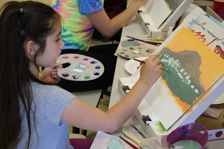 Paint Plates are lightweight and easy for students to handle.