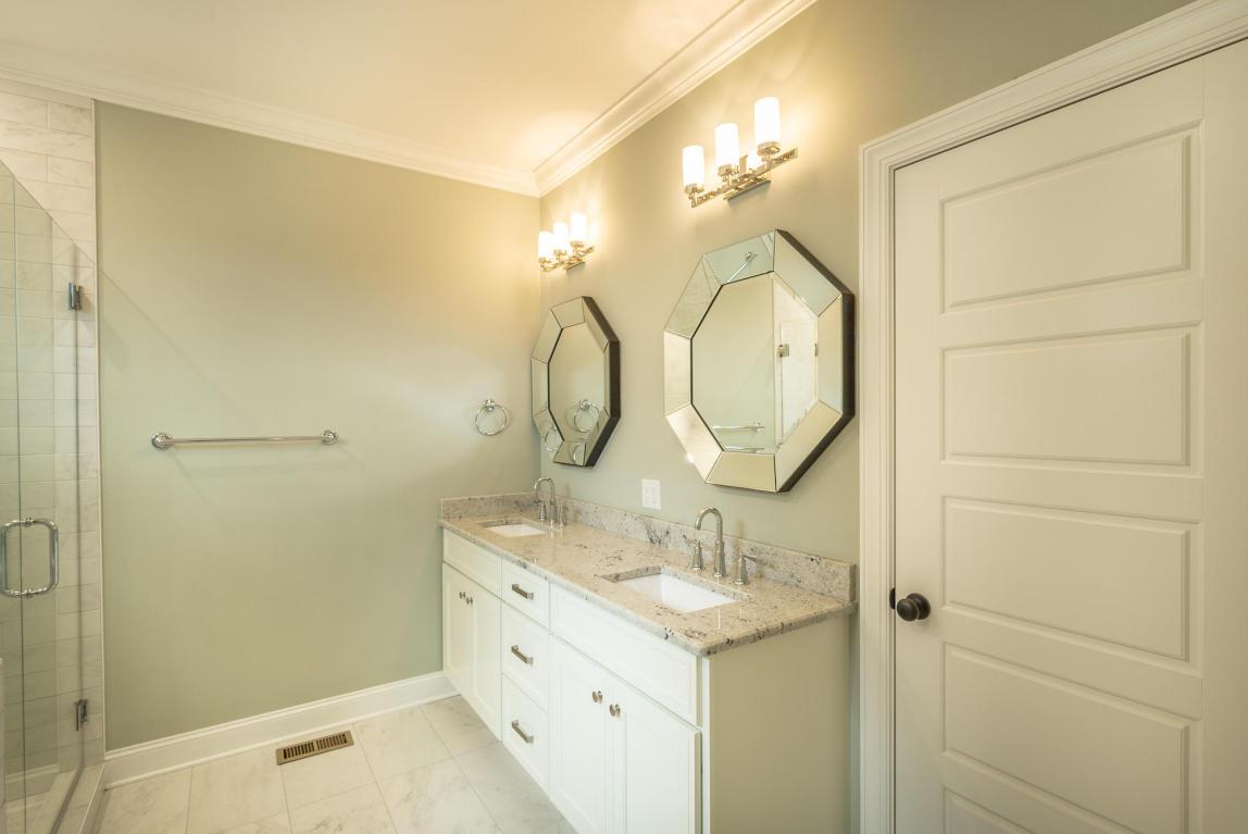 7862-eden-ct-bathroom-01.jpeg