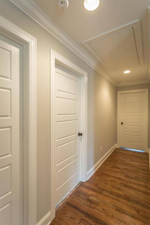 7862-eden-ct-hallway.jpeg