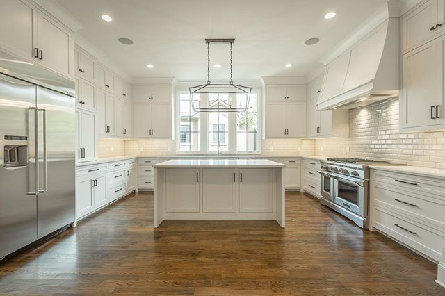 Always amazed at the beauty of an all white kitchen. We love how this North Chattanooga kitchen turned out. #watershollandbuilders #watersholland #newconstruction #kitchen #windows #buildersofig