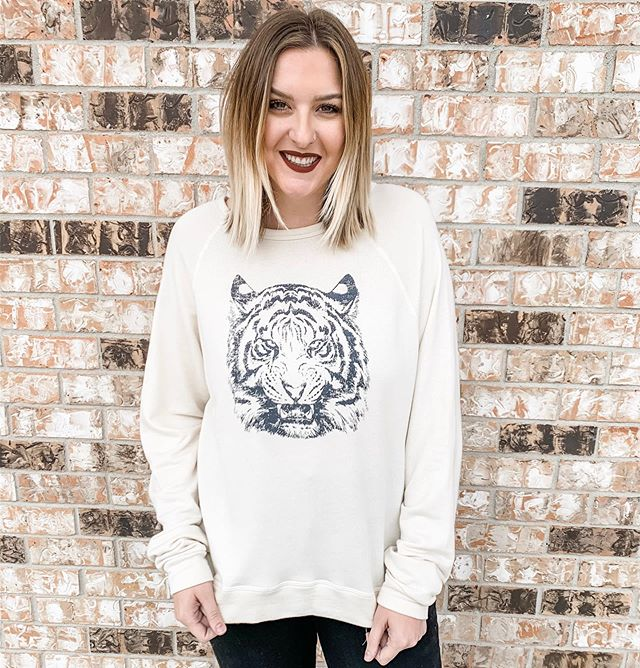 Roar for the weekend 🐅 New game day sweatshirt | $58 #geauxtigers #gameday #ootd #mimosalc