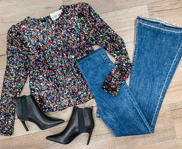 The holidays will be here before we know it and this top is perfect for any event!! Check out our stories to see the other ways we styled it! #mimosalc #holidaystyle