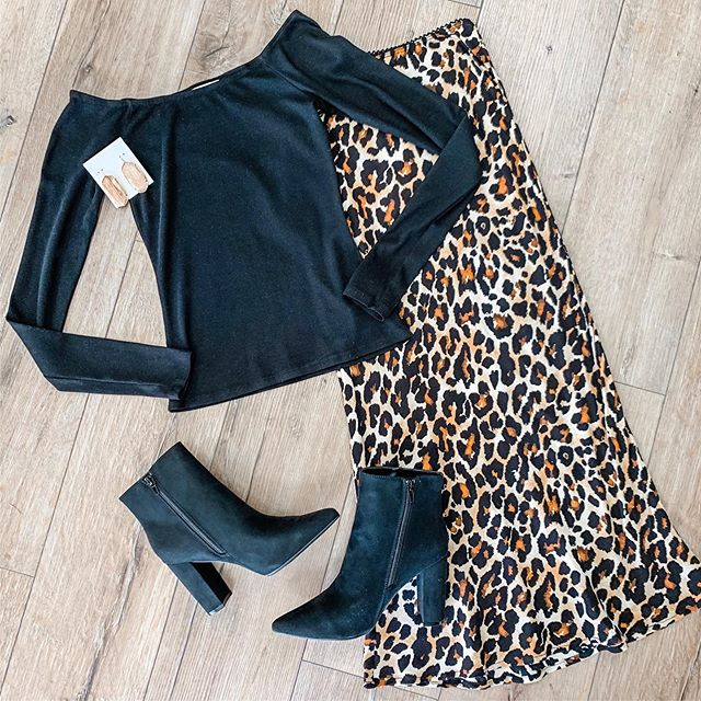 Date night vibes 🖤 This outfit is perfect for all of your weekend plans! #mimosalc #ootd #falloutfit #leopardmidiskirt