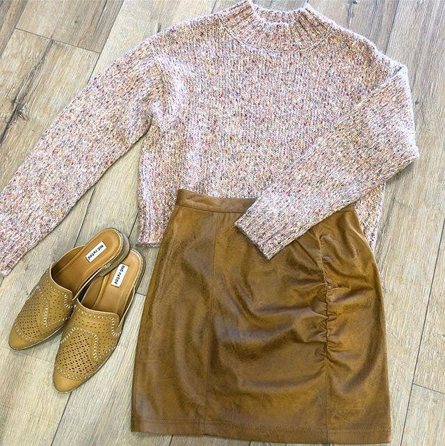 Sweaters + skirts = the best combo for fall 💗🍂 #mimosalc #fallstyle #freepeople #ootd